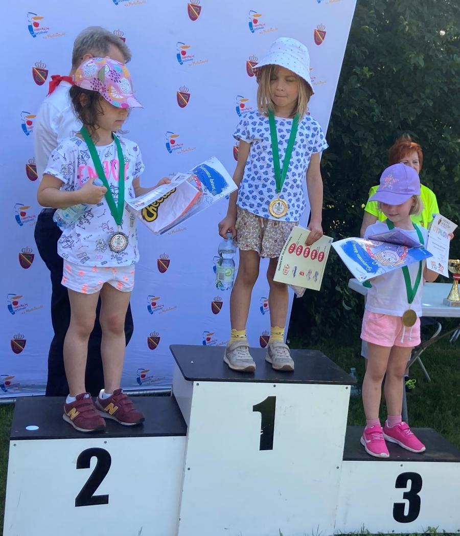 Dziewczyny na podium.